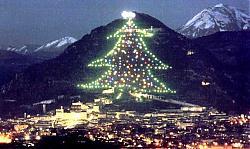 Clicca sull'immagine per ingrandirla  Nome:  albero_natale_Gubbio.jpg Visite: 10731 Dimensione:  61.1 KB